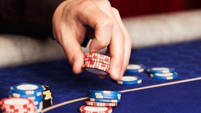 Poker live och med turneringar hittar du hos Casino Cosmopol